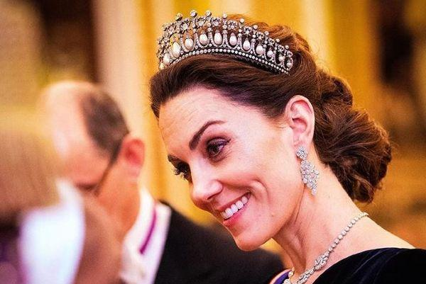 Kate Middleton stuns in sequin gown at Buckingham Palace reception