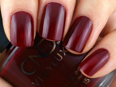 Your autumn nail colours should be inspired by earthy colours & crisp foliage