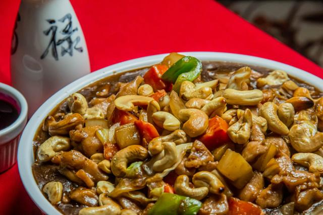 This low-effort sheet pan cashew chicken is your new family favourite