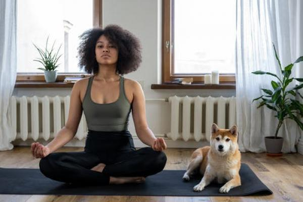 4 yoga poses to beat the midday desk slump!