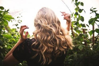 Easy beachy waves: The best texturising sprays to avoid crunchiness and clumping!