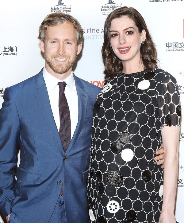 Anne Hathaway Shares Pregnant Bikini Pic To Beat Paparazzi: Actress Anne Hathaway Gives Birth To Her First Child